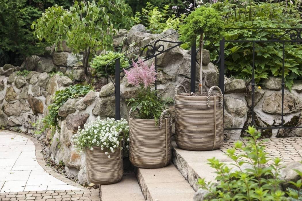 Veľké kvetináče na terase - vdýchnite záhrade život!