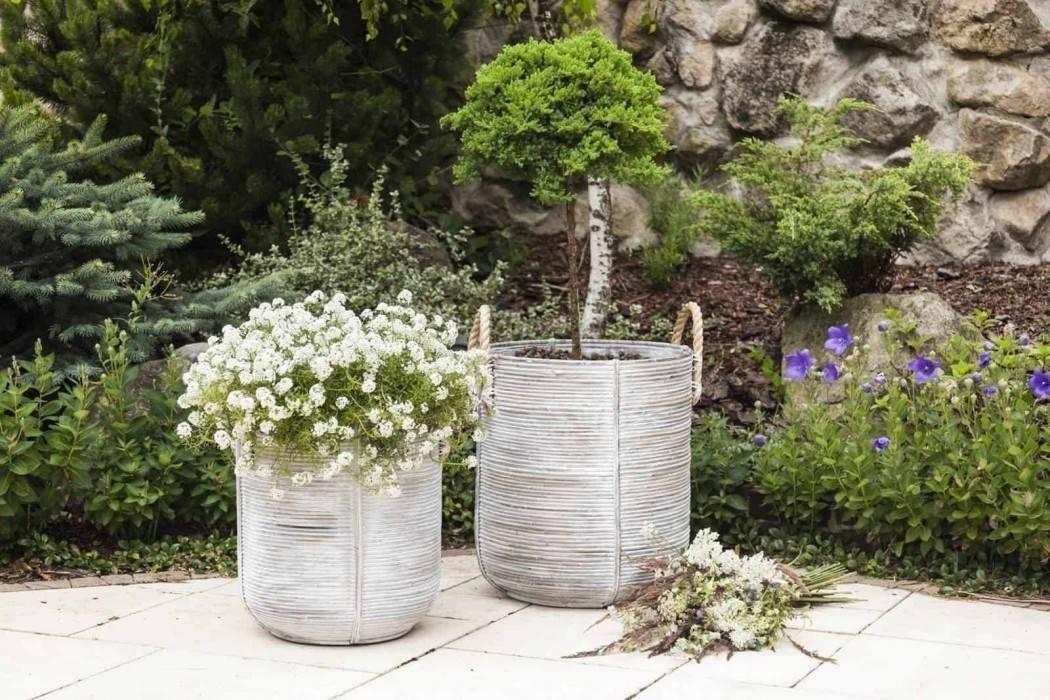 Vysoké kvetináče do vašej záhrady